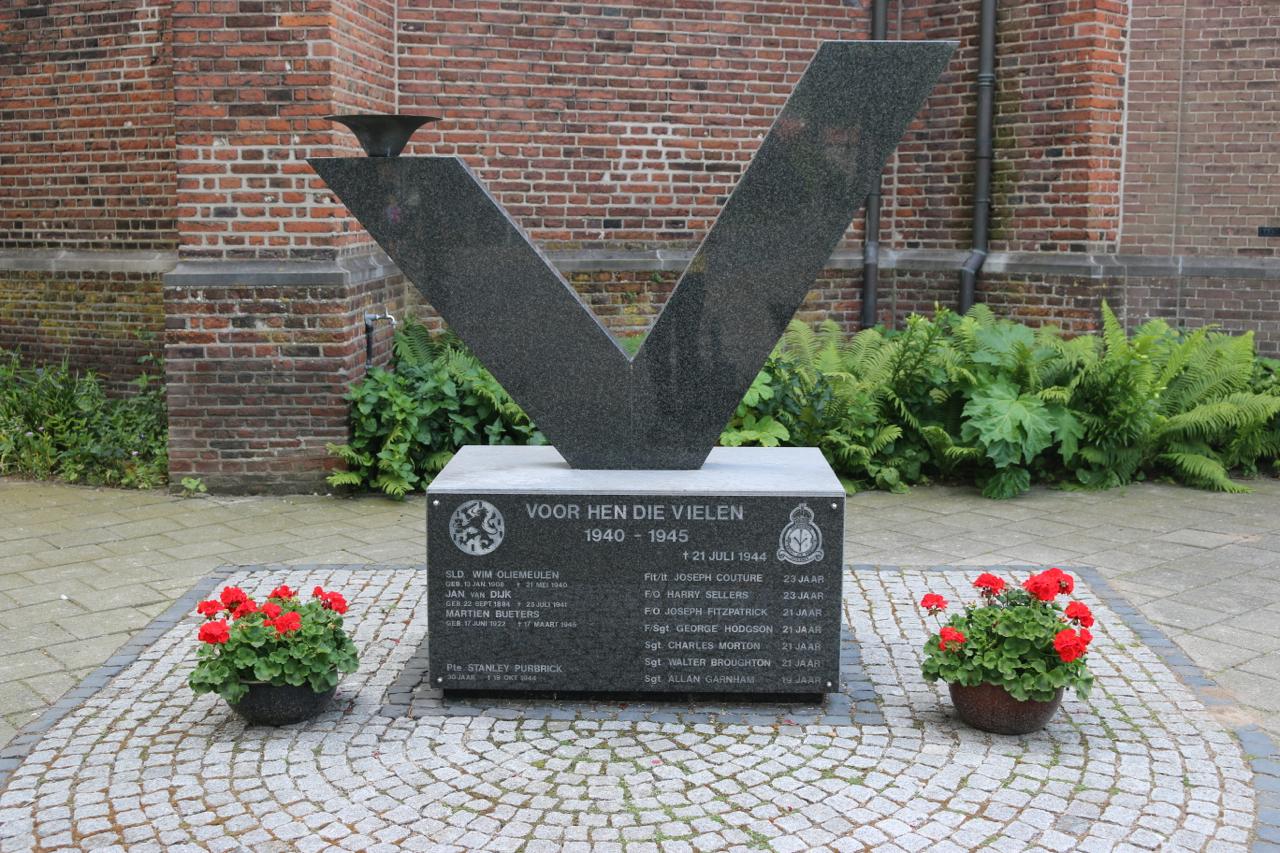 Oorlogsmonument en introductie jaarlijkse dodenherdenking